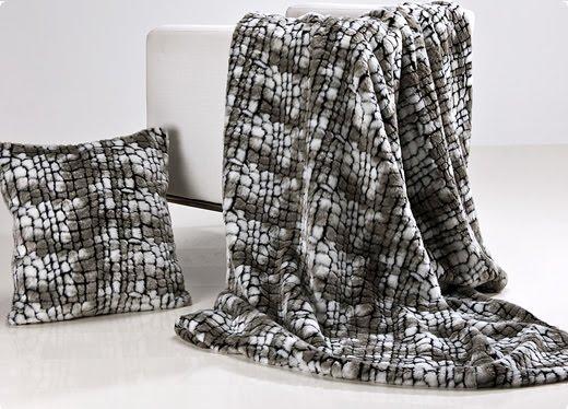 Plaids de pelo javier larrainzar sedalinne blog for Plaids para sofa