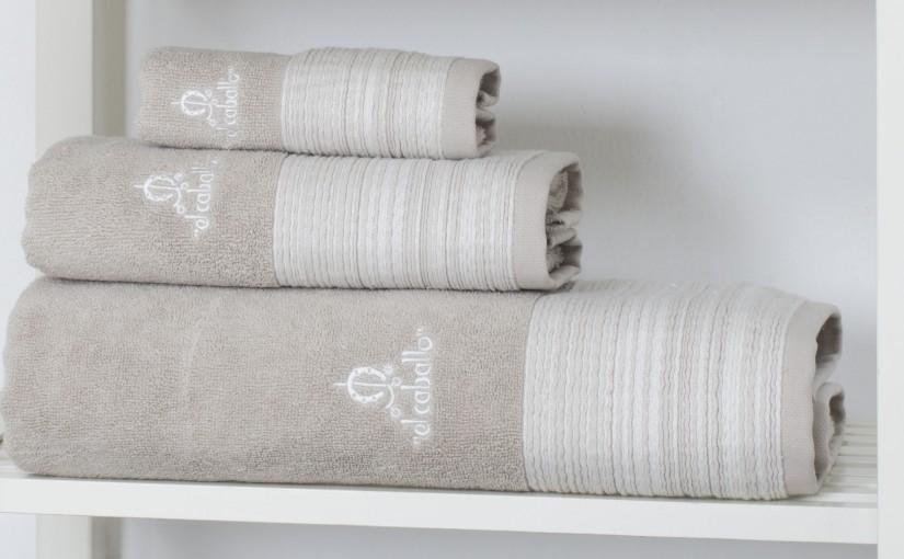 ¿Cómo lavar las toallas de baño para que queden blancas?