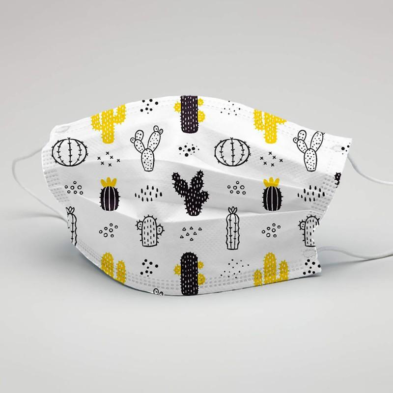 Mascarillas de tela reutilizables con dibujos modernos y colores tendencia. Mascarilla blanca con cactus en blanco, negro y amarillo.